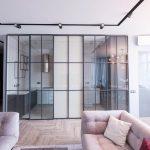 Преимущества использования стеклянных перегородок для дома