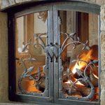 Закрытый камин со стеклянной дверкой